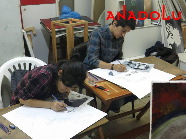 Karakalem Potre Çalışan Çocuklar